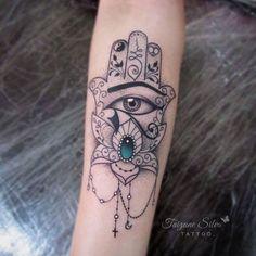 55 Spiritual Hamsa Tattoo Meaning and Designs Symbol Hand Tattoos, Fatima Hand Tattoo, Love Tattoos, Body Art Tattoos, Arabic Tattoos, Hamsa Tattoo Design, Tattoo Designs, Tatuagem Hasma, Tattoo Roman