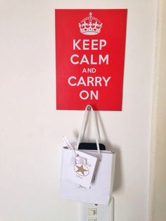 Placa adesivada e com porta treco - Keep Calm and Carry On