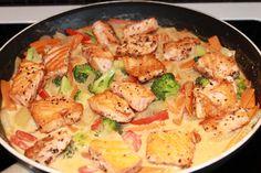 Laksewok med kokosmelk | M&Es Matinspirasjon Fish And Seafood, Squash, Nom Nom, Meat, Chicken, Dinner, Alternative, Beef, Dining