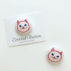 猫の刺繍くるみボタン