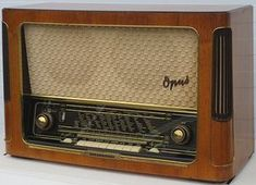 My collection of broadcast radios with photos and description. World Food Organization, Antique Radio, Antique Clocks, Digital Signal Processing, Television Set, Transistor Radio, Record Players, Marshall Speaker, Technology Gadgets