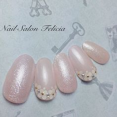 この画像は「\フラワーネイルカタログ/シンプルで可愛い花柄ネイル画像100選♡」のまとめの2枚目の画像です Luv Nails, Pink Nails, Pretty Nails, Japanese Nail Design, Japanese Nail Art, Bridal Nails Designs, Nail Art Designs, Bride Nails, Wedding Nails