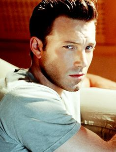 It's Just Easier to Say, dailydccast: Ben Affleck for Tony Duran (2002)