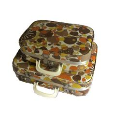 #70's vintage suitcases    Could use this one in my visual merchandising