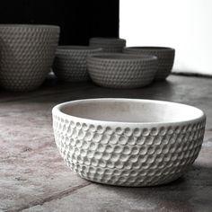 Squareマーケットに掲載されているHeath Ceramics GalleryのPush Pots - Stan Bitters($1600.00)をチェック。