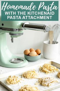 How to make homemade pasta with the KitchenAid pasta attachment. It's easier tha. - How to make homemade pasta with the KitchenAid pasta attachment. It's easier than you think! Kitchen Aid Pasta Recipe, Kitchen Aid Recipes, Kitchen Aide, Kitchen Tools, Kitchen Gadgets, Homemade Pasta Dough, Homemade Pasta Recipes, Homemade Spaghetti Noodles, Pasta Casera