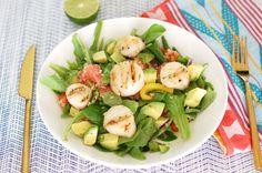 Healthy Citrus Spring Salad With Grilled Scallops From The Gourmet Cocina low carb keto How To Cook Quinoa, Cooked Quinoa, Grilled Scallops, Lime Quinoa, Spring Salad, Crockpot Recipes, Salad Recipes, Meal Planning, Veggies