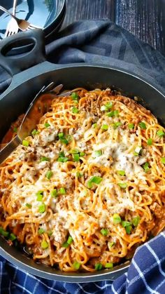 One Pot Spaghetti - Super tasty, super easy - Cooking great pasta at home - Great for children - One Pot Spaghetti is a real dream for every pasta lover. It& easy, it& quick, it& - Baked Pasta Recipes, Healthy Pasta Recipes, Healthy Pastas, Healthy Dinner Recipes, Crockpot Recipes, Vegetarian Recipes, Chicken Recipes, Fall Recipes, One Pot Spaghetti