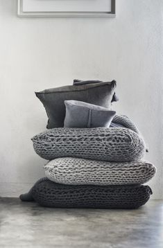 """Strickkissen """"Grey Tricot"""" Grobmaschiges Kissen in Grau, Stil Inspiration, Pillow Inspiration, Sweet Home, Knitted Cushions, Knit Pillow, Pillow Talk, 50 Shades Of Grey, Fifty Shades, Home And Deco"""