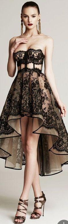 La combinación del encaje negro con el tono ocre es espectacular...