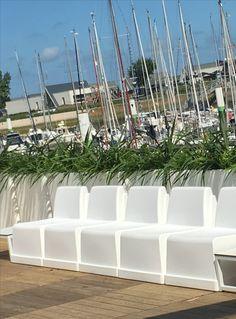 Wat een leuke sfeer! Gezellig terras met murus 90 Flower Pots, Plants, Design, Flower Vases, Plant Pots, Plant, Planters, Planets