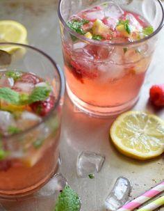 Refresco de frambuesa, limón y yerbabuena.  Una bebida refrescante que combina la frambuesa, limón y yerbabuena. Está inspirada en la preparación del mojito, pero esta versión es sin alcohol.