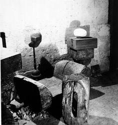 Vue d'atelier avec banc et le nouveau-né (1922) Constantin Brâncuși (1876 - 1957)