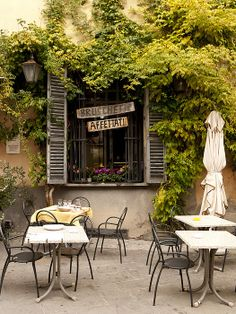 In Brisighella, Italy. Italian Bar, Italian Bistro, Outside Lighting Ideas, Ravenna Italy, Best Of Italy, Living In Europe, Italy Holidays, Northern Italy, Beautiful Places To Visit