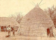 WITCHITA grass hut. Described as being 15 to 30 feet across. Caddoan houses were similar. Each house had 10-12 beds in it.