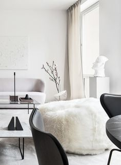 Living room in a dreamy Stockholm apartment by Annaleena Leino! Photo by Adam Helbaoui / Kronfoto