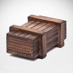 Das schönste am Verschenken ist die die Vorfreude. Mit unserer kniffligen magischen Geschenkbox aus dunklem Nadelholz währt sie noch länger - die Box lässt sich nur mit einem geheimen Trick öffnen.