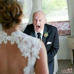 First look com o pai da noiva. SEN SA CIO NAL! Feliz dia dos pais. #precasamento #sitedecasamento #bride #groom #wedding #instawedding #engaged #love #casamento #noiva #noivo #noivos #luademel #noivado #casamentotop #vestidodenoiva #penteadodenoiva #madrinhadecasamento #pedidodecasamento #chadelingerie #chadecozinha #aneldenoivado #bridestyle #eudissesim #festadecasamento #voucasar #padrinhos #bridezilla #casamento2016 #casamento2017