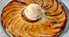 Easy apple pie by Gordon Ramsay Small Desserts, No Cook Desserts, Apple Desserts, Delicious Desserts, Apple Pie Recipes, Chef Recipes, Sweet Recipes, Sweet Cooking, Food Decoration