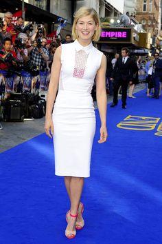 Rosamund Pike in Victoria Beckham at the World's End premiere  - Celebrity Fashion