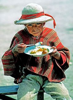 Fascinating Humanity: Peru: Little Boy Caught Eating At Market Mexico Culture, Borneo, First World, Little Boys, South America, Peru, December 2014, Sierra, Marketing