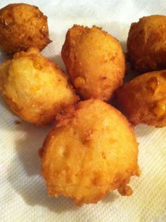 How to Make Sweet Corn Fritters Recipe cornfritterrecipes Corn Dishes, Vegetable Dishes, Vegetable Recipes, Side Dishes, Sweet Corn Fritters, Recipe For Corn Fritters, Cream Corn Fritters, Vegan Corn Fritters, Corn Fritter Recipes