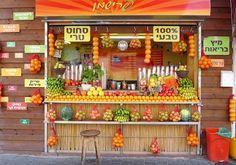 Wenn Sie gesundes Essen lieben, dann haben Sie bereits den besten Grund, Is … … If you love healthy food then you already have the best reason to … – fruit juice counter – Smoothie Bar, Fresh Juice Bar, Fresh Fruit, Fruit Juice Brands, Juice Bar Interior, Fruit And Veg Shop, Juice Bar Design, Fruit Stall, Juice Store