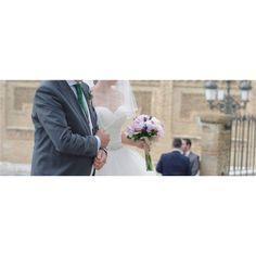 Dame la mano fuerte, papá. O esos momentos, indescriptibles, que se viven a la entrada de la ceremonia.  Queremos contar tu historia de amor, ¿hablamos? Abierta agenda 2017, 2018 y 2019.  +info: hola@lovebodasyeventos.com  LOVE  #love #amor #happy #feliz #fashion #fashionblogger #work #wedding #weddingday #weddingplanner #destinationwedding #deco #decor #Cádiz #inspiracion #Sevilla #selfie #handmade #hardwork #boda #bodasbonitas #bodasunicas #peonia #peonies