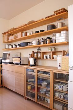 43 Best Simple Kitchen Design Ideas On A Budget Open Kitchen Cabinets, Painting Kitchen Cabinets, Kitchen Cabinet Design, Kitchen Countertops, Wood Cabinets, Kitchen Pantry, Kitchen Storage, Rustic Kitchen Decor, Home Decor Kitchen