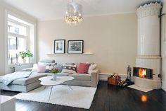 Inspiratie woonkamer | De donkere vloer in combinatie met de grijze bank en het witte tapijt. Door nlrobin