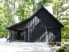 Black barn with black trim pole barn designs, shed homes, house colors, barn Pole Barn Garage, Pole Barn Homes, Design Garage, House Design, Cincinnati, Black Barn, Black Shed, Barn House Plans, Pull Barn House