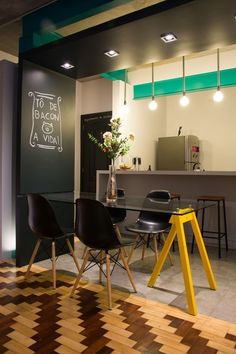Estilo industrial e moderno. Industrial and modern style. Decoration Inspiration, Decoration Design, Decor Interior Design, Interior Decorating, Decor Ideas, Sweet Home, Dinner Room, Light In, Herd