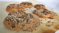 A bagel az egyik kedvenc péksüteményem, különösen, amikor frissen sült és puha. Sósan fogyasztva a füstölt lazacos-krémsajtos verzió a kedvencem, de a … Bagel, Bread, Recipes, Food, Brot, Recipies, Essen, Baking, Meals