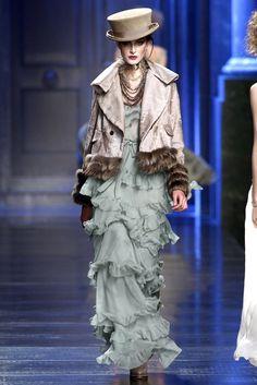 John Galliano for Christian Dior Fall Winter Ready-to-Wear John Galliano, Galliano Dior, Dior Fashion, Couture Fashion, Runway Fashion, Fashion Show, Womens Fashion, Fashion Design, Christian Dior