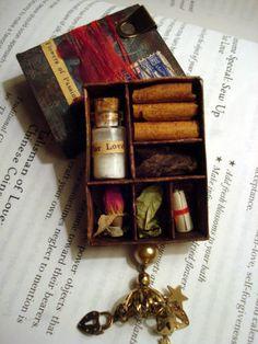 Valentine Matchbox drawer -- Cajón de San Valentín hecho con una caja de cerillas