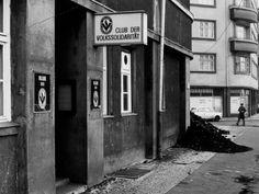 Club der Volkssolidarität, Ostberlin, 1982. © AKG-Images / Udo Hesse
