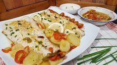 Merluza al horno con patatas y pimentos   Cocina Seafood Dishes, Fish And Seafood, Spanish Food, Mediterranean Recipes, Sin Gluten, Healthy Life, Food And Drink, Yummy Food, Yummy Yummy