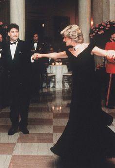 Princess Diana Death, Princess Diana Fashion, Princess Kate, Princess Of Wales, Grease Actors, Lovers Knot Tiara, British Nobility, Mikhail Baryshnikov, Prince William And Harry