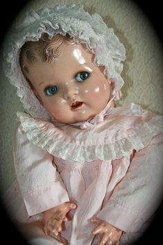 Adorable Vintage Composition Baby Doll/ Our maternal grandmother had one very similar to this one. It was old, cracked and chipping and we weren't allowed to play with it. Doll Toys, Baby Dolls, Reborn Dolls, Reborn Babies, Shabby, Dollhouse Dolls, Victorian Dollhouse, Modern Dollhouse, Creepy Dolls