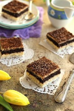 ~ ERDÉLYI RAFFAELLO ~   Juditka konyhája   Bloglovin' Cake Cookies, Cupcakes, Eat Pray Love, Coco, Tiramisu, Biscuits, Yummy Food, Sweets, Baking