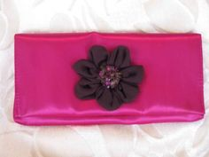 Avon Limited Edition Fuchsia Pink Rosette Bead Makeup Cosmetic Clutch Purse