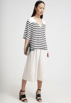 lightweight style in black and white - perfect summer business-look! mbyM CAMEA - Bluse - black - Zalando.de