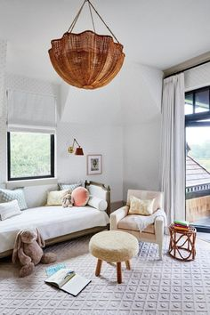 Call this Kiawah's color code: Designer Charlotte Lucas draws up an organic palette based in the Lowcountry island's mellow marshscape. Arranging Bedroom Furniture, Kids Bedroom Furniture, Furniture Arrangement, Bedroom Decor, Bedroom Lamps, Plywood Furniture, Bedroom Lighting, Modern Furniture, Bedroom Ideas