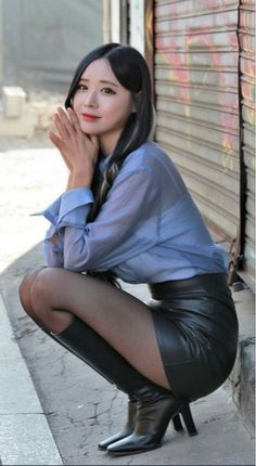 Young Fashion, Asian Fashion, Girl Fashion, Rock Outfits, Sexy Outfits, Girls In Mini Skirts, Skirts With Boots, Cute Asian Girls, Beautiful Asian Women