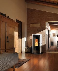Vera – A sleek design gives the fire a worthy frame. Decor, Home Decor, Fireplace, Solutions
