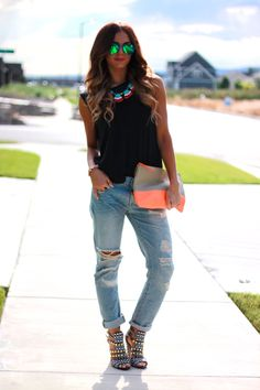 Take beautiful hair, make-up, top and shoes...ruin your look with dirty, torn-up jeans...WHY?!?!?!