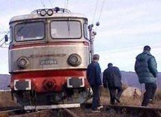 Vineri, 30 martie, inspectorii vamali din cadrul Punctului Vamal de Frontieră Ungheni (România), unitate subordonată Direcţiei Judeţene pentru Accize şi Operaţiuni Vamale Iaşi, în colaborare cu poliţiştii de frontieră, au descoperit 70 pachete de ţigări ascunse sub locomotiva unui tren de marfă ce venea din Republica Moldova. Republica Moldova, Rail Transport, Eastern Europe, Romania, Transportation, Trains