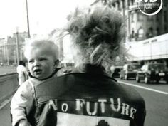 Description: Elles étaient punks à Lôzane dans les années 80. « NO FUTURE » était leur devise, l'autodestruction leur mode de vie.