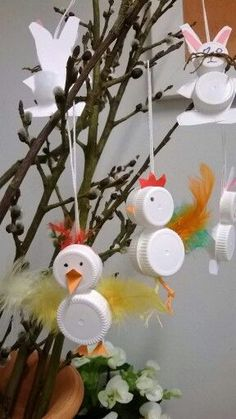 Milk lid chicks and bunnies craft for kids / Tipuja ja pupuja maitopurkinkorkeista Valentine Crafts For Kids, Crafts For Kids To Make, Craft Activities For Kids, Diy And Crafts, Bottle Cap Crafts, Recycled Crafts, Spring Crafts, Christmas Crafts, Free Images