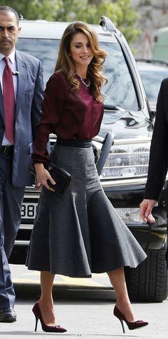 A linda Rania Al Abdullah, rainha da Jordânia, é uma ótima inspiração para as mulheres acima de 40 anos e que gostam de um Estilo muito Elegante, mas...